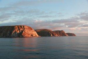 Sonne auf Fels in der Barentsee