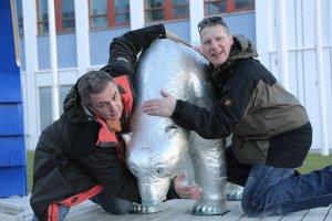 Wikinger ringen Eisbär nieder