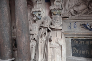 Stifterfiguren am Grab Schönebeck
