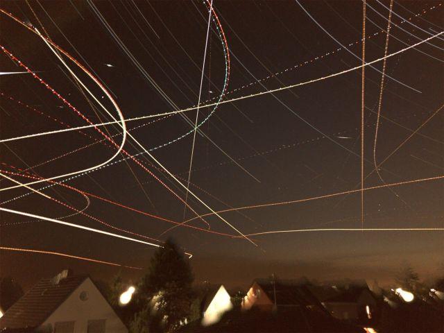 Startrails, Flugzeuge und die ISS am Himmel über Uedorf