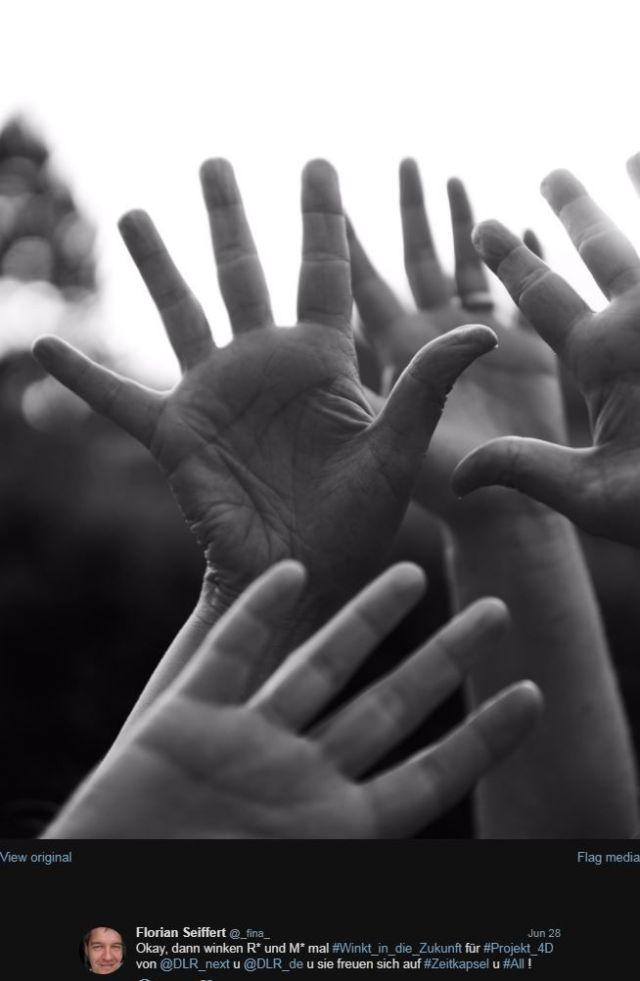Hände von R* und M*